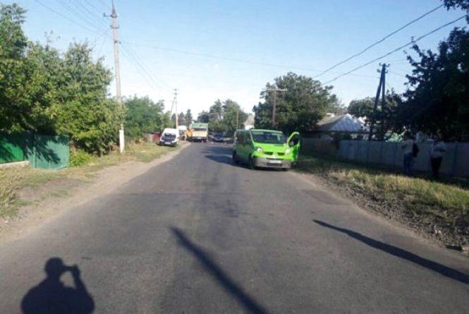У Бершадському районі 15-річна дівчина потрапила під колеса іномарки