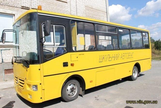 На іменини навчального закладу села Рівне подарували шкільний автобус