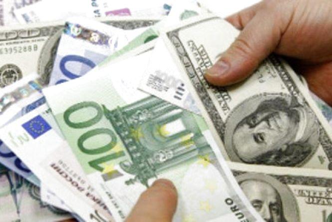 Курс валют НБУ на 6 вересня: долари та євро продовжують зростати