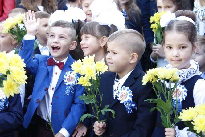 Вінницькі школярі отримали від RIA подарунки до Дня знань