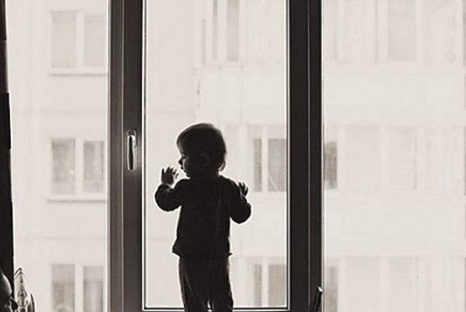 На Щорса в квартирі захлопнулись двері. Наодинці залишилось немовля