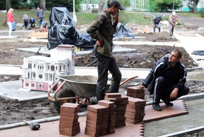 У Центральному парку встановили копії 12 відомих пам'яток Вінниці