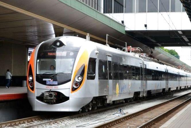 Укразлізниця відкрила онлайн-продаж квитків на поїзди в Польщу