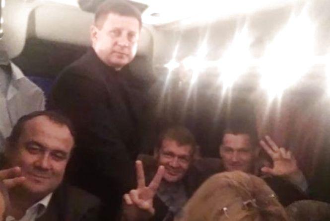 В автобусі та стоячи: як нардеп Ткачук їхав на вечірку БПП у «Заліссся»