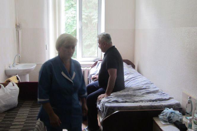 Підозрюваний у хабарі депутат Крисько лежить у лікарні. З пресою не розмовляє