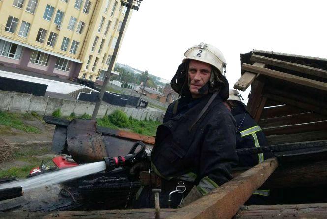 На Академіка Янгеля невідомі підпалили господарчу будівлю