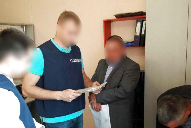 Двоє працівників Укртрансбезпеки попалися на хабарі в 1,5 тисяч гривень