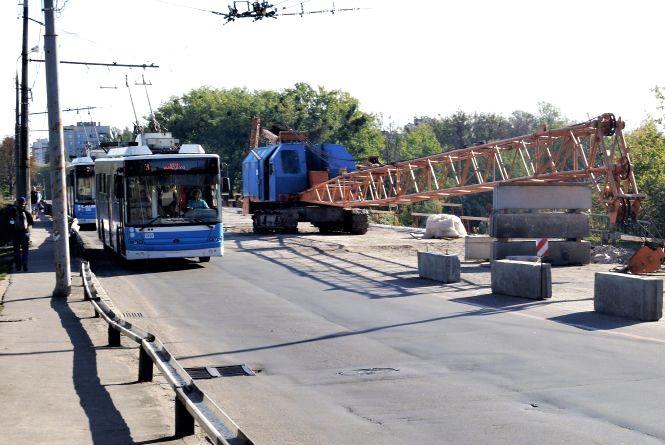 Київський міст «подорожчав» для Вінниці. Восени його відкриють недоробленим