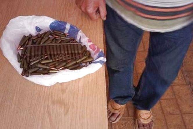 Житель Вінниччини пішов пасти корови та знайшов пакет з набоями