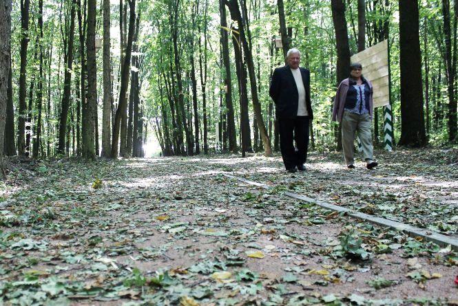 Лісопарк-2: зробили нові доріжки до дитячого майданчику