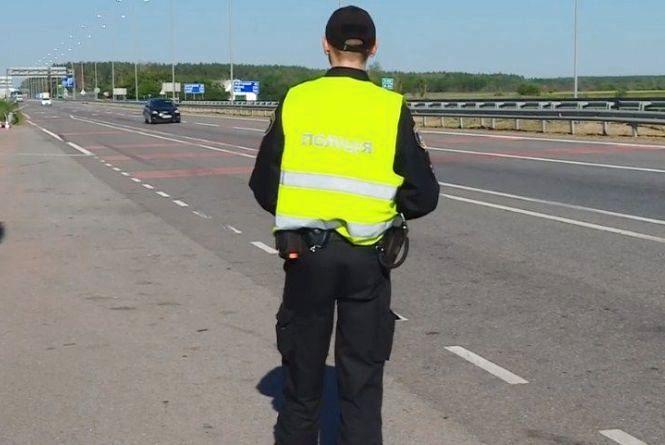 «Копи» вже контролюють дорожній рух на дорогах. Що мають право перевірити?