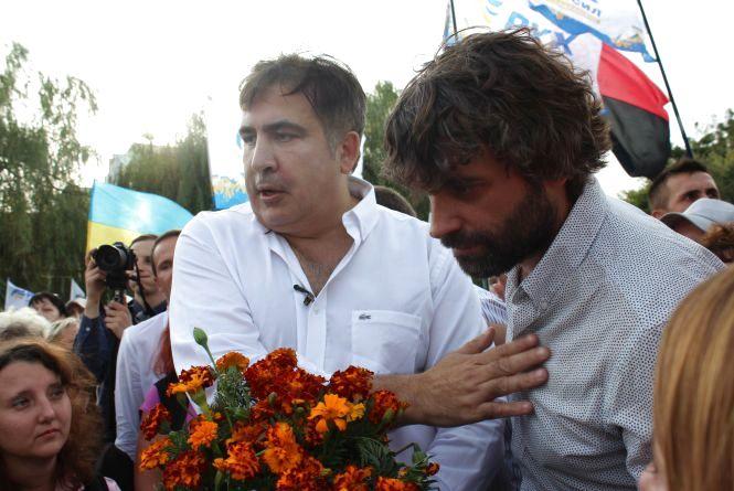 """Саакашвілі у Вінниці: одні скандували """"Міша!"""", інші кричали """"Ганьба!"""""""