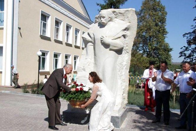 Три пам'ятники в Ольгополі — до Пушкіна приєдналися Шевченко і його Катерина