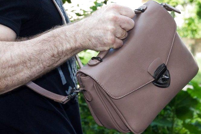 Двоє вінничан спіймали грабіжника, який тікав із сумкою їхньої сусідки