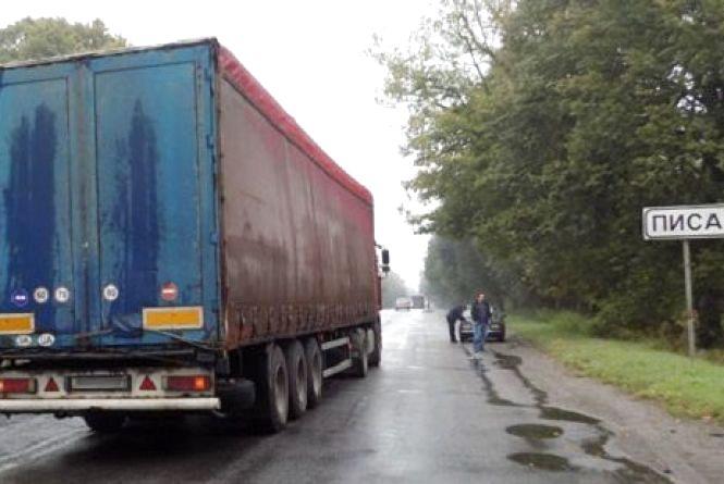 Біля Писарівки вантажівка насмерть збила 42-річну жінку-пішохода