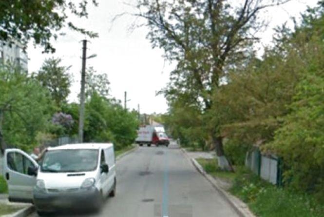 Електронні петиції: тротуар по Л.Ратушної та «лежачі поліцейські»