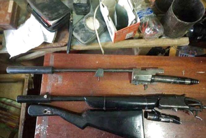 Заряд до гранатомету, револьвер та набої вилучили у жителів області