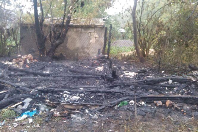На Шаргородщині вщент згоріла літня кухня. У вогні загинуло двоє людей