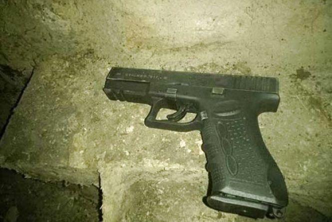 Пістолет Stalker та марихуану вилучили у жителя Вінниччини