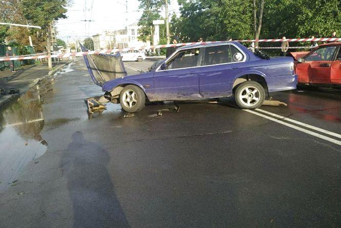 П'ятеро людей, серед яких 11-річна дитина, постраждало у ДТП на  Брацлавській