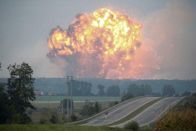 Ранкові вибухи на військовому складі під Калинівкою. ВІДЕО
