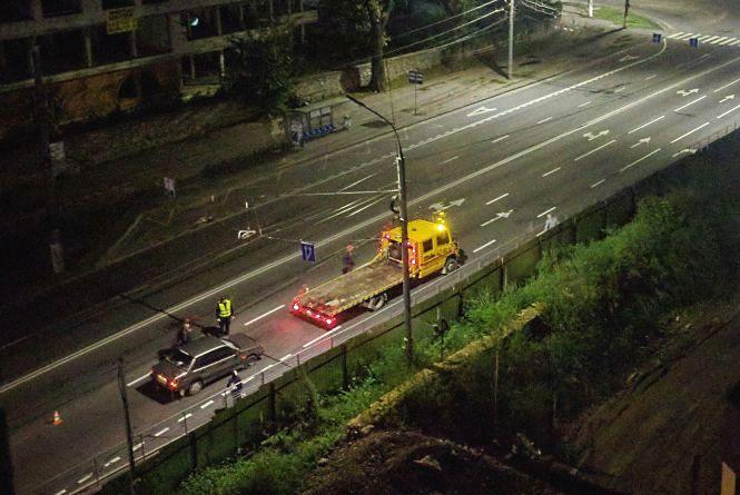 На Київській цієї ночі збили пішохода. Особу потерпілого встановлюють