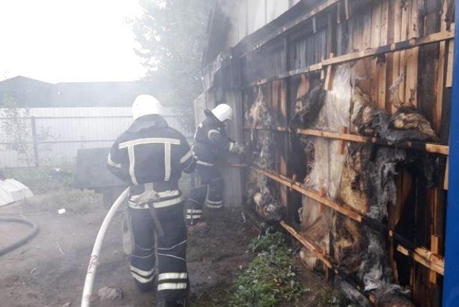 На Вінниччині загорівся деревообробний цех. Збитки з'ясовують фахівці