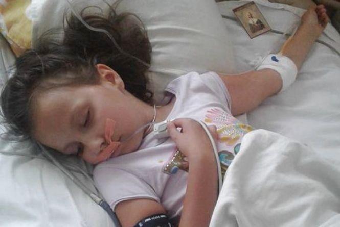 В 8-річної Даринки рак. Щоб дівчинка жила, потрібно близько 50 тисяч доларів
