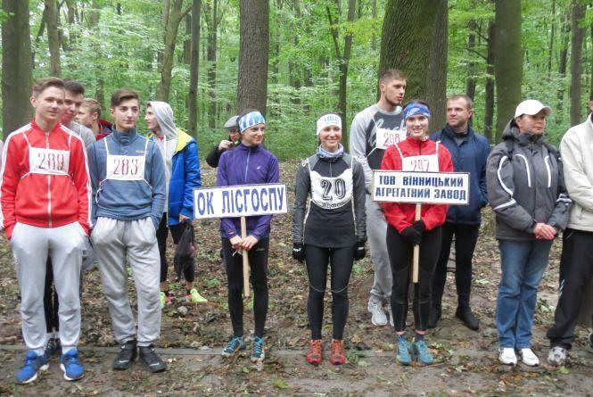 На профспілковий крос у вінницькому Лісопарку вийшли і студенти, і ветерани