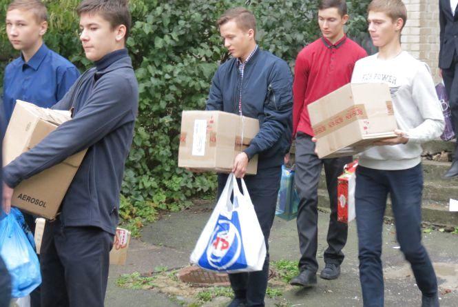Школярі збирають макулатуру для допомоги атовцям. Кращі отримають призи