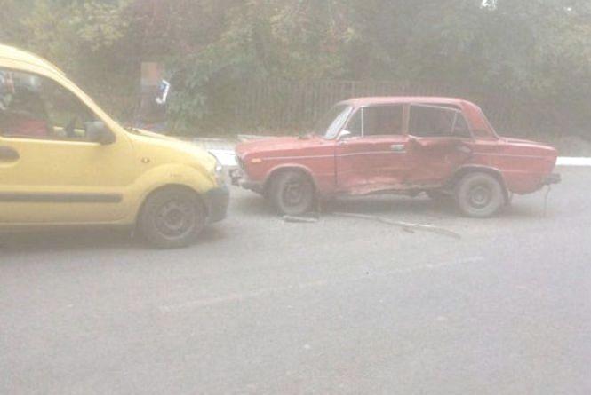 У Жмеринці Renault в'їхав у «ВАЗ». Водій іномарки у лікарні