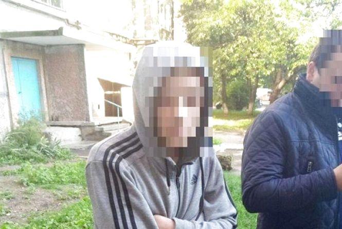 У Вінниці двоє чоловіків одночасно грабували технічні поверхи будинків. Обох затримали
