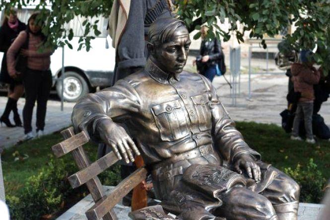 """""""Да с вашей политикой вас вздернут на галстуке"""", - євреї про відкриття пам'ятника Петлюрі у Вінниці"""