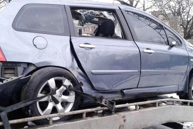 Чорна п'ятниця, 13-те: водій «Peugeot» врізався в паркан. Чоловік не вижив