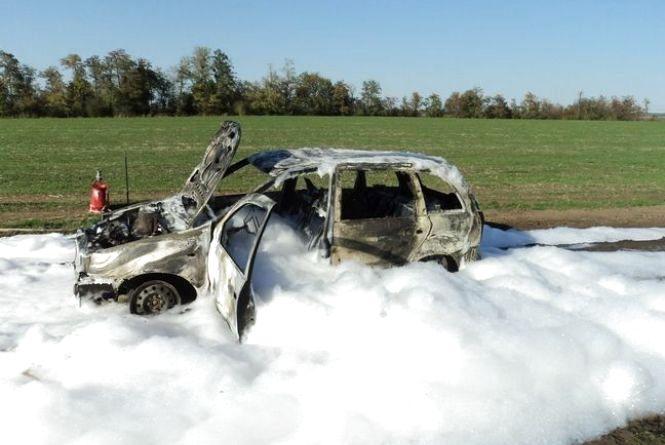 На Вінниччині вщент згоріла «Лада Калина». Рятувальники їхали пів години