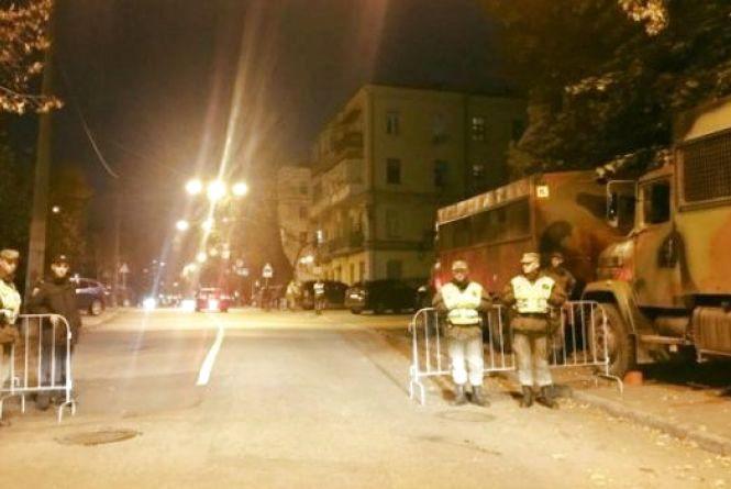 Урядовий квартал в облозі: Влада перекрила центр Києва, стягнувши Нацгвардію