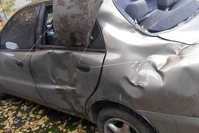 Двоє дівчат перекинулись на Daewoo. Авто розтрощене, постраждала в лікарні