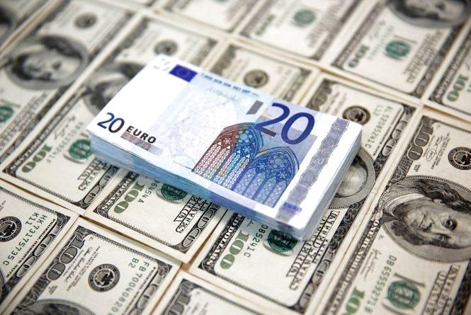 Курс валют НБУ на19 жовтня. Євро та долари продовжують падати
