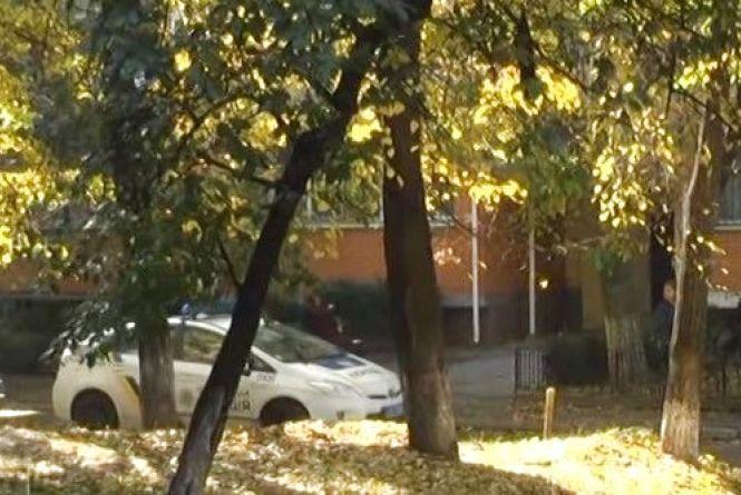 На Вишеньці в автівках вінничан ріжуть шини та обливають зеленкою