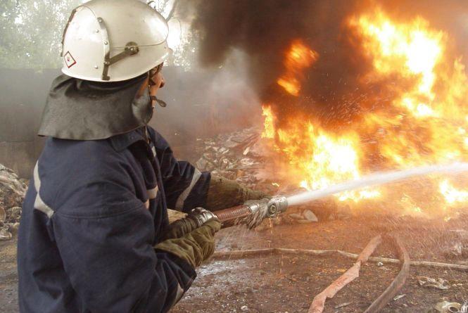 В Стадниці п'ять пожежних машин гасили пилораму. Але вона згоріла вщент