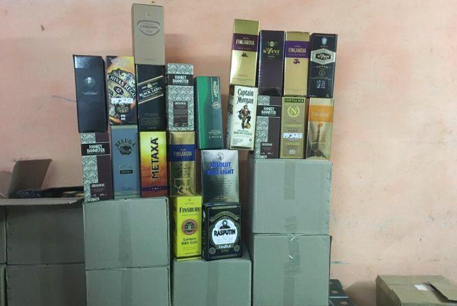 У жителя Могилів-Подільського знайшли більше 3 тисяч літрів невідомого алкоголю
