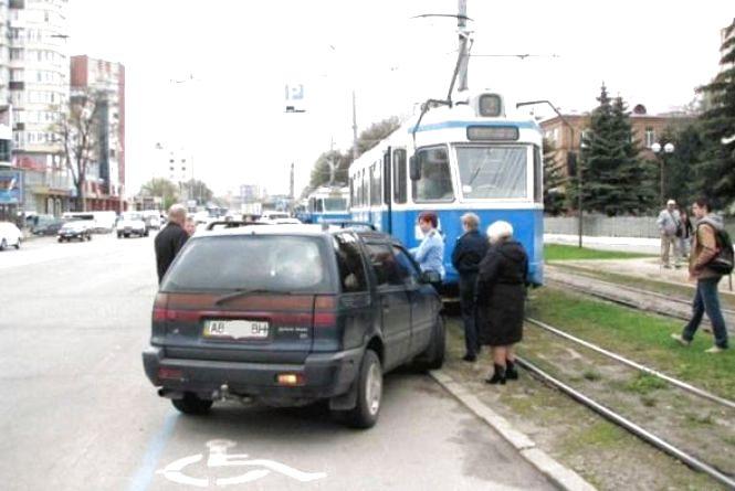 """За парковку на місці """"для людей з інвалідністю"""" штрафуватимуть на 1700 гривень"""