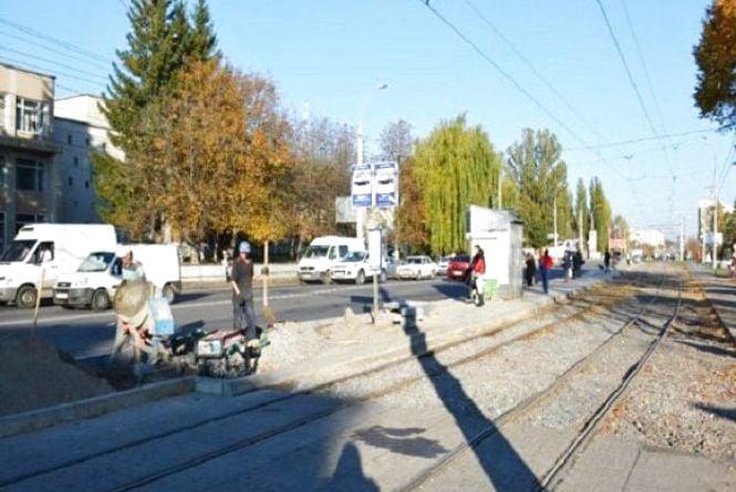 У Вінниці продовжують ремонтувати трамвайні зупинки. Перелік адрес