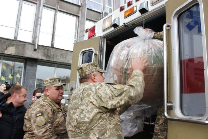 Військовому шпиталю привезли 225 кілограмів медичної гуманітарки із Бірмінгема