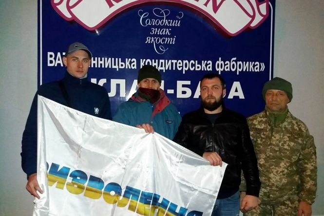 """""""Або працюй, або торгуй"""": активісти блокують склади Roshen у Вінниці"""