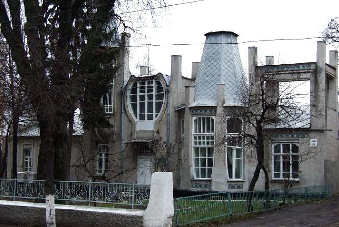 Вінничани просять оновити фасади дитячої художньої школи та одного РАЦСу