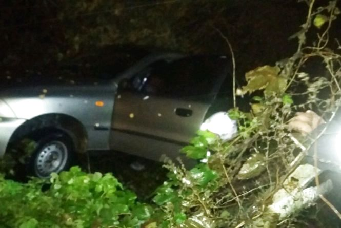 На Вінниччині водія під час ДТП затисло в салоні. Його звільняли рятувальники