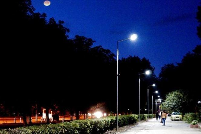 """Вінниця – «розумне місто». Вуличні світильники """"будуть йти"""" за людиною"""