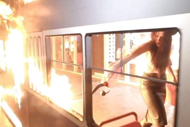 У Києві затримали активістку Femen, яка підпалила «трамвай» у Вінниці