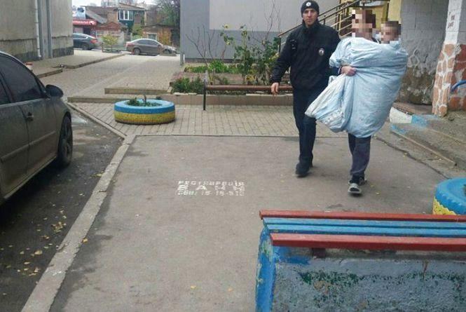 На Келецькій гуляла роздягнена жінка з дитиною, закутаною в ковдру